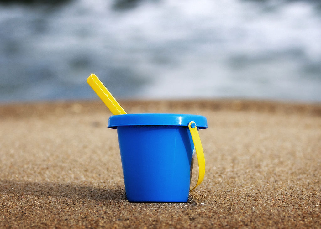 empty-bucket-at-punta-del-este